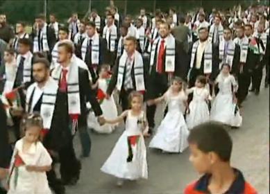 Casamento pedófilo em massa ou desfile dos noivos com as damas de honra irmãs menores das noivas?