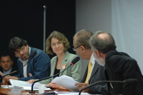 Da esquerda para a direita: Daniel Jadue, Arlene Clemesha, Marcondes Gadelha (PSB), Dr. Rosinha (PT), presidente do parlamento do MERCOSUL na ocasião em que o acordo foi firmado. Foto: Luiz Alves.