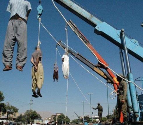 """Execuções públicas de homossexuais e outros """"precadores criminosos"""" no Irã"""