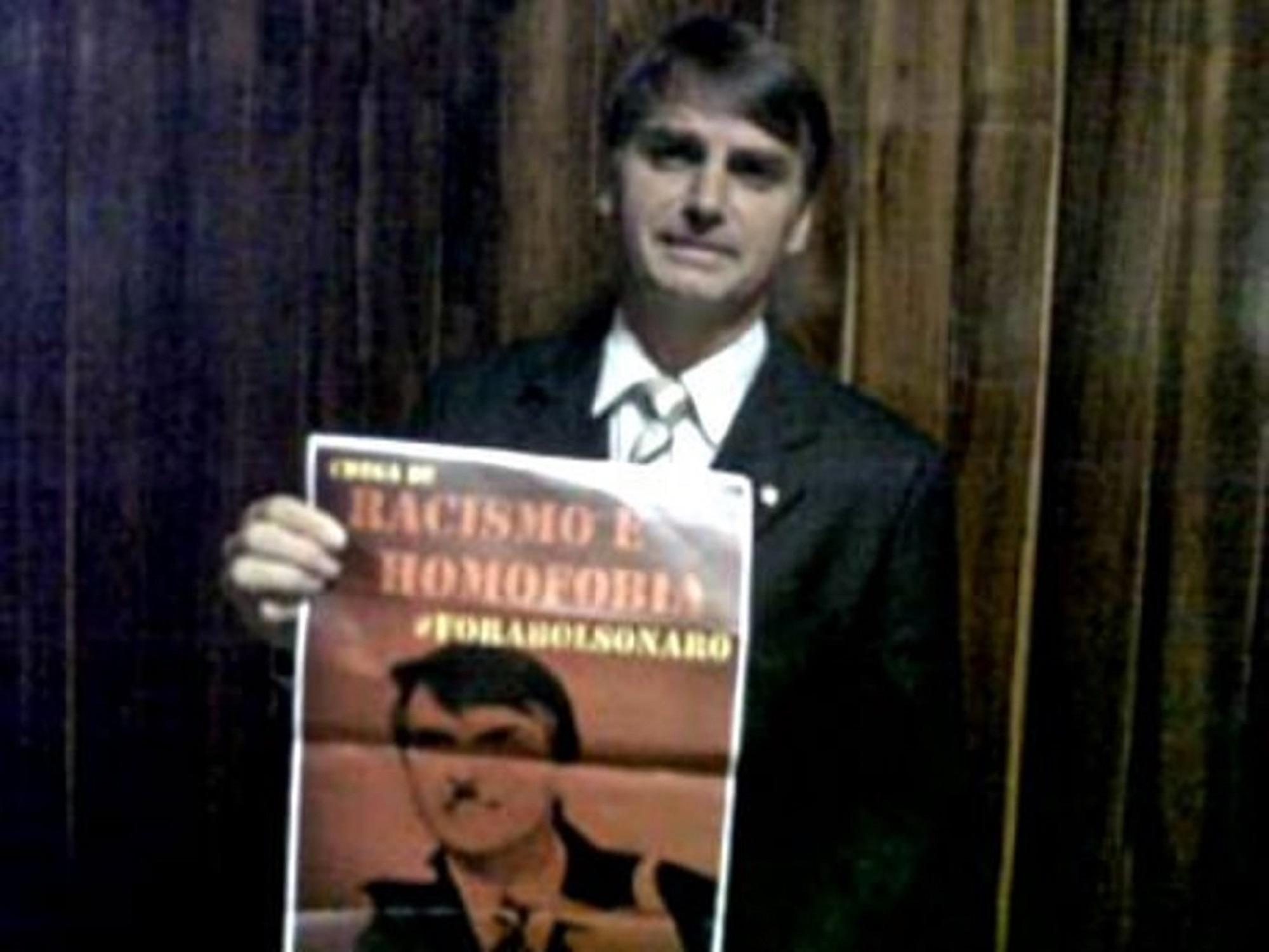 Jair Bolsonaro com bigode de Hitler..jpg