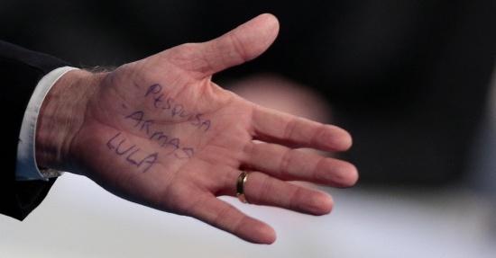 Bolsonaro cola as palavras PESQUISA, ARMAS e LULA em debate na Rede TV, 17 ago. 2018. (2)